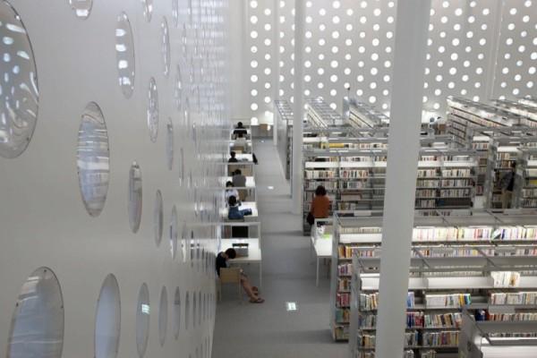 金沢海みらい図書館2